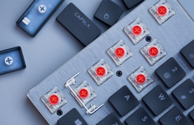 更加符合白领级办公人群,并不适合打游戏的矮轴机械键盘SK630
