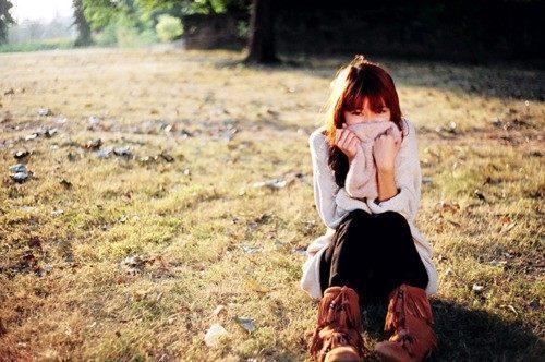 一句话就想哭的伤感说说:时间反复逼得我不得不承认,你是我不该爱的人