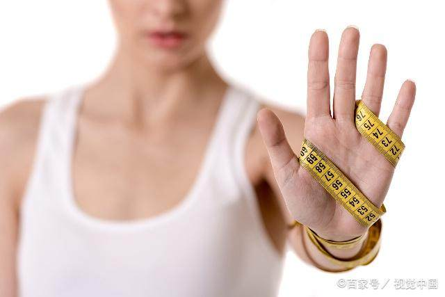 """减肥时,吃晚餐坚持这4个""""原则"""",有助于轻松-轻博客"""