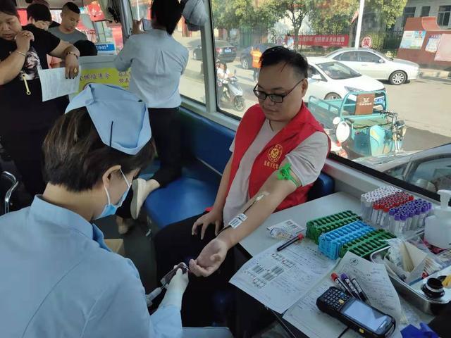 祖国华诞日、热血献社会―殷都区伦掌镇组织志愿者开展献血活动!