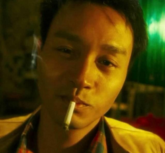 帅帅的抽烟场景