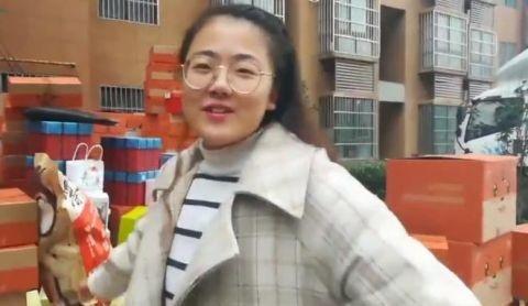"""女生抽奖中5吨零食 微博抽奖成真人""""锦鲤"""""""