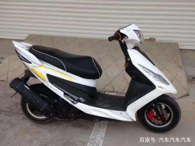 本田踏板摩托为啥价格这么贵?听完老骑手解释,你就明白了