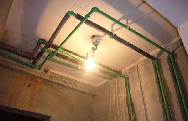家里对ppr水管改造时,是选择走顶还是地埋?师傅良心了