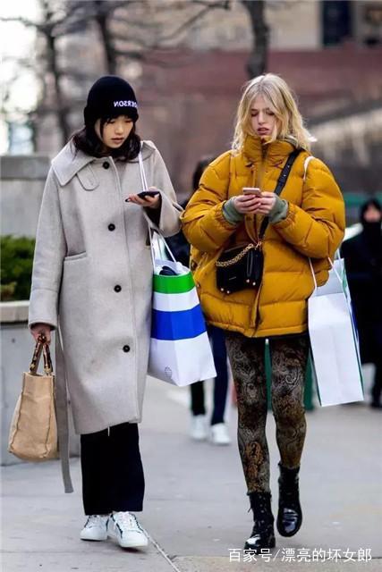 女人不管是穿羽绒服还是大衣,尽量少配这3种内搭,邋遢又难看