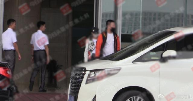 冯绍峰与赵丽颖结婚赵丽颖已接父母来京