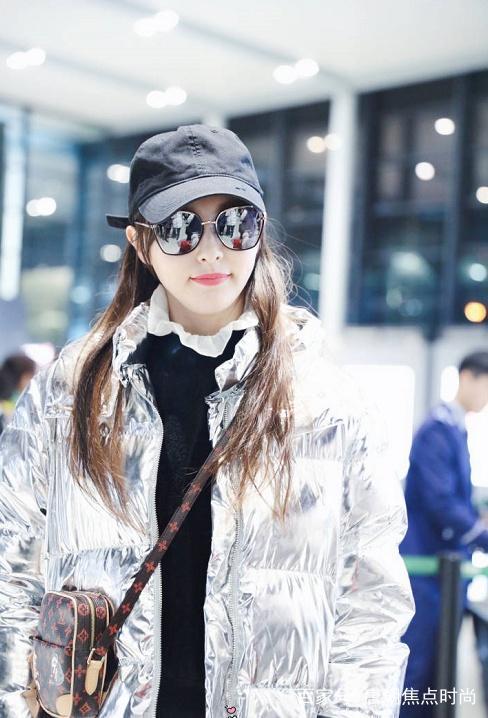 """這款""""醜萌""""的銀色外套,連吳宣儀,楊紫都在穿!不僅時尚還保暖"""