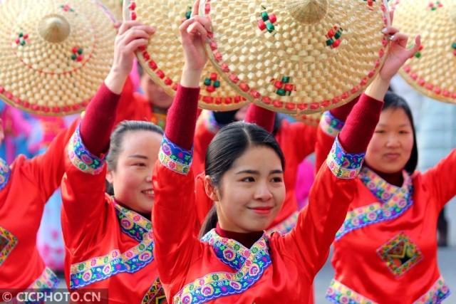 湖北郧阳:多彩民俗闹新春