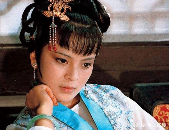 同是宠妾的女儿,探春是众人爱的玫瑰花,墨兰为何只能是白莲花?