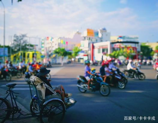 """越南""""奇葩""""三轮车,竟取名为""""客先死""""?这么不吉利你敢坐?"""