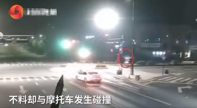 浙江杭州:摩托车疾驰闯红灯撞上小车,监控还原画面让人痛心