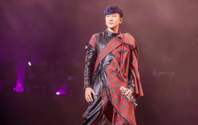 林俊杰演唱会中途呼吸困难,但是仍坚持唱完,网友:敬业!
