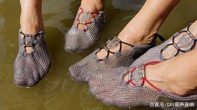 不锈钢网做成的鞋,给你一种赤脚的快感