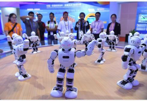 机器人抢饭碗 但人类工作数量可能不跌反升