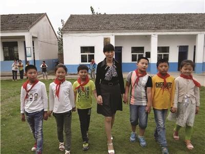 因身世相似 女老师29年收留了59个留守儿童
