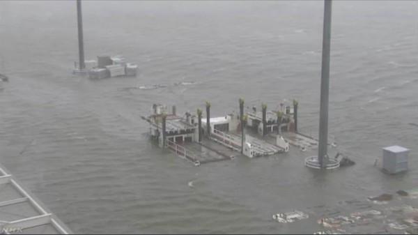 日本超强台风已至7人死亡 约3000人滞留关西机场