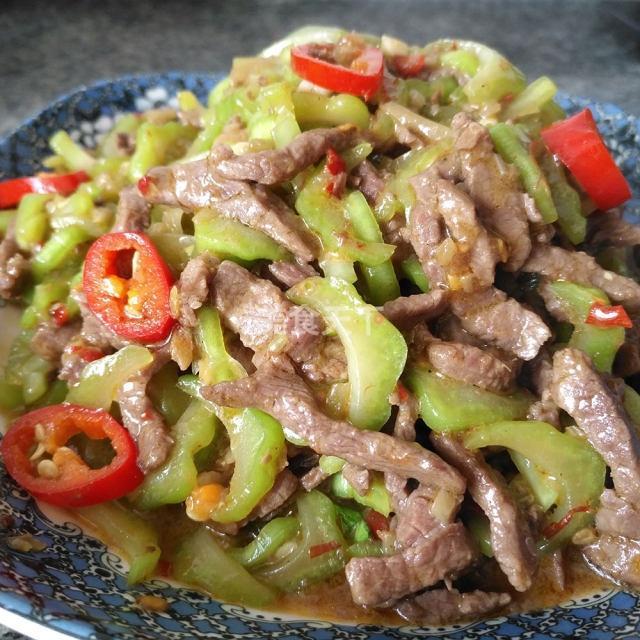 棒菜牛肉丝,脆而解腻,微酸爽口,越吃越上瘾