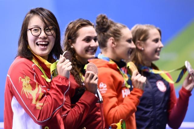 傅园慧自虐图片 游泳女运动员傅园慧最新照片