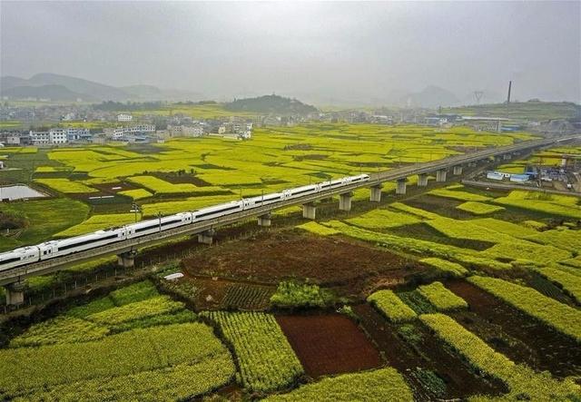 中国最美高铁线路,全长2252公里,总投资超3000亿,历时8年建设
