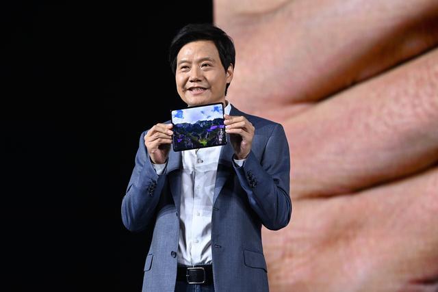 小米折疊屏手機MIX FOLD來瞭!搭載獨立自研澎湃C1芯片,9999元起售
