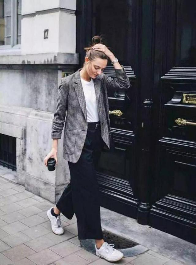 """今年秋天,這3種""""外套""""悄悄流行,時髦的女人都在穿"""