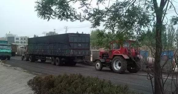 80年代的带挂拖拉机,比挂车拉的都多