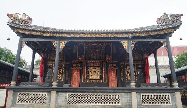 佛山祖庙:这里的建筑装饰用了陶塑、木雕、砖雕、灰塑等技艺
