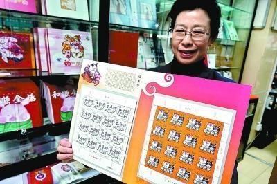 市民排队购买己亥年生肖邮票