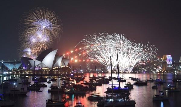 跨年夜的最大烏龍:10億人觀看的悉尼煙花秀居然搞錯了年份!