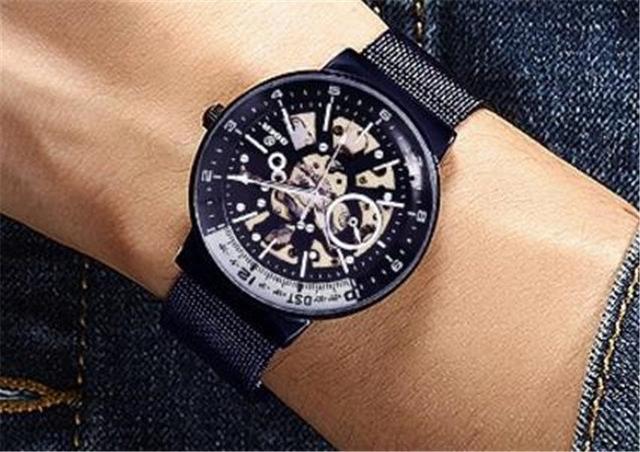 男人戴手表有什么禁忌?男人戴手表的3大禁忌插图1