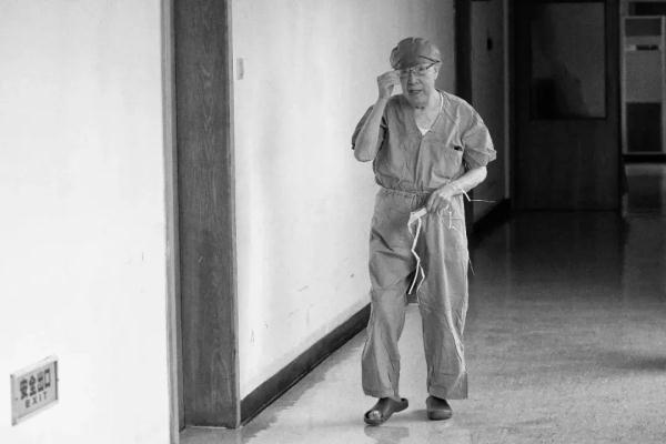 一位攝影記者眼中的吳孟超院士