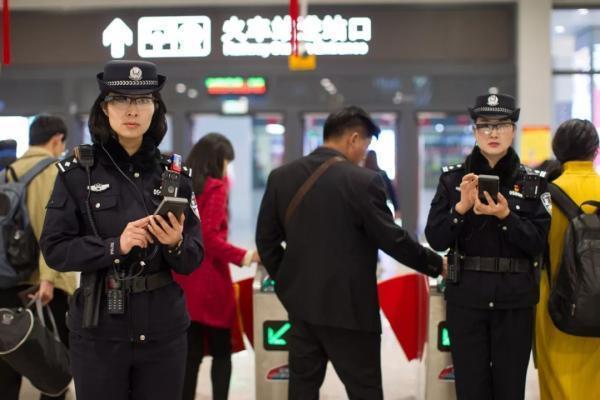 3秒识别逃犯的高科技警用装备—智能眼镜