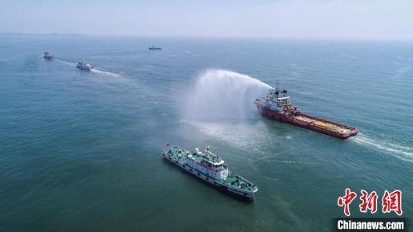 """河北海域舉行""""陸海空天""""一體化船舶溢油應急演習"""