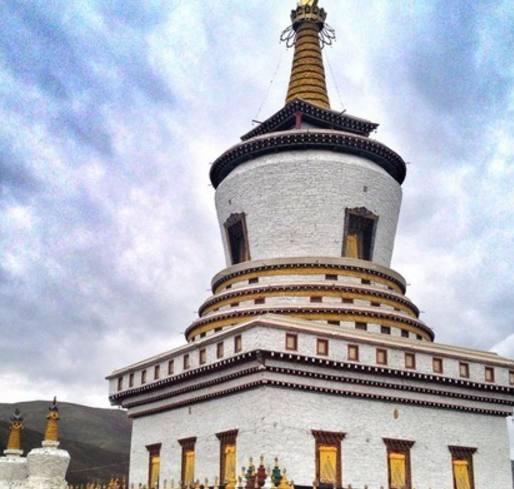 佛塔遍布藏区,有寺院的地方必有塔
