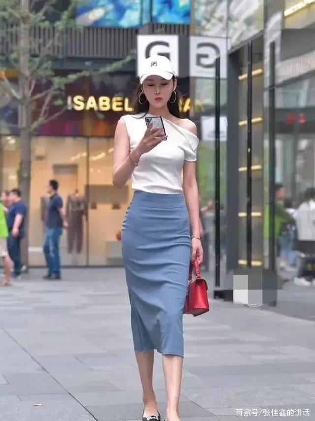 """穿上""""連衣裙""""的美女顯得優雅大氣,穿出甜美女神范,時髦得體"""