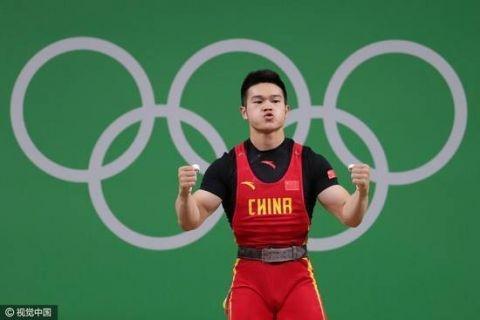 石智勇破世界纪录 以332公斤获得冠军创造新世界纪录真是力大无穷