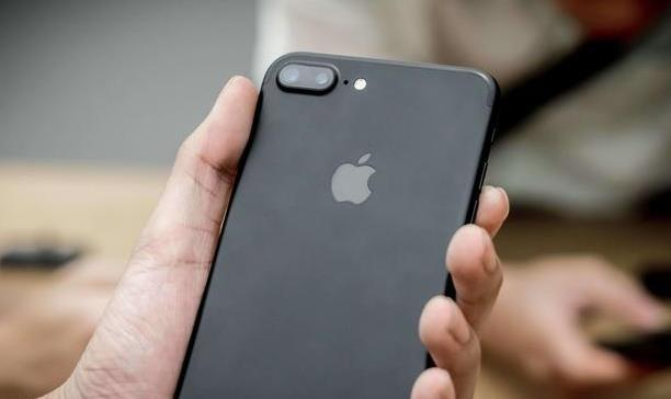 iphone8plus价格再创新低,苹果自降身价,网友:向