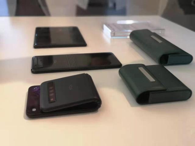"TCL手机加入折叠屏""阵营"",搭载自研DragonHing铰链技术"