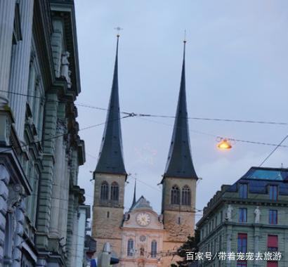 豪夫大教堂:琉森最重要的教堂,巨大管风琴,居民的信仰中心!
