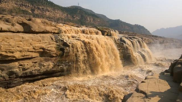 黄河壶口再现壮美瀑布群呈现出数百米的阶梯式壮美瀑布群景观