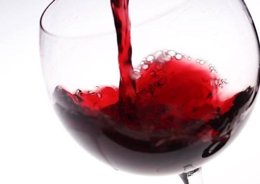 """红酒加""""它""""泡一泡,是天然""""降压剂"""",女人常喝降压美容两不误"""