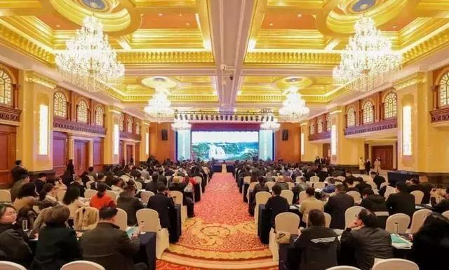 安顺市旅游产业招商引资推介会举行 签订18个项目 投资总额388亿元